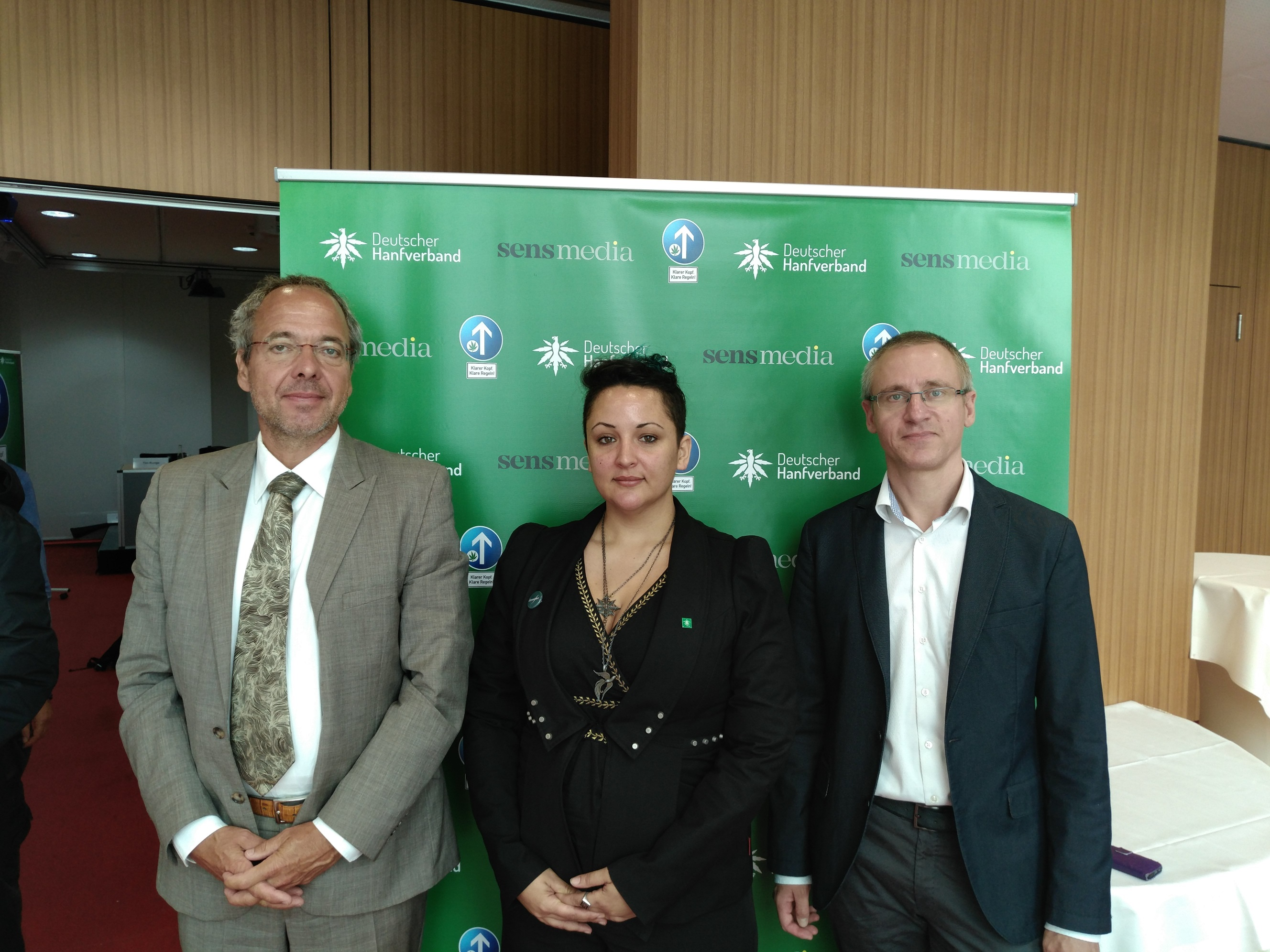 Rechtsanwalt Sebastian Glathe, Kampagnen-Managerin Mariana Pinzon Becht und DHV-Geschäftsführer Georg Wurth